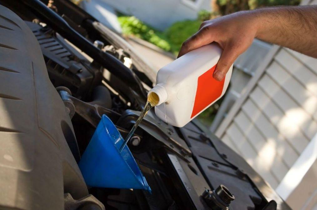 La importancia de cambiar el aceite en nuestro coche.