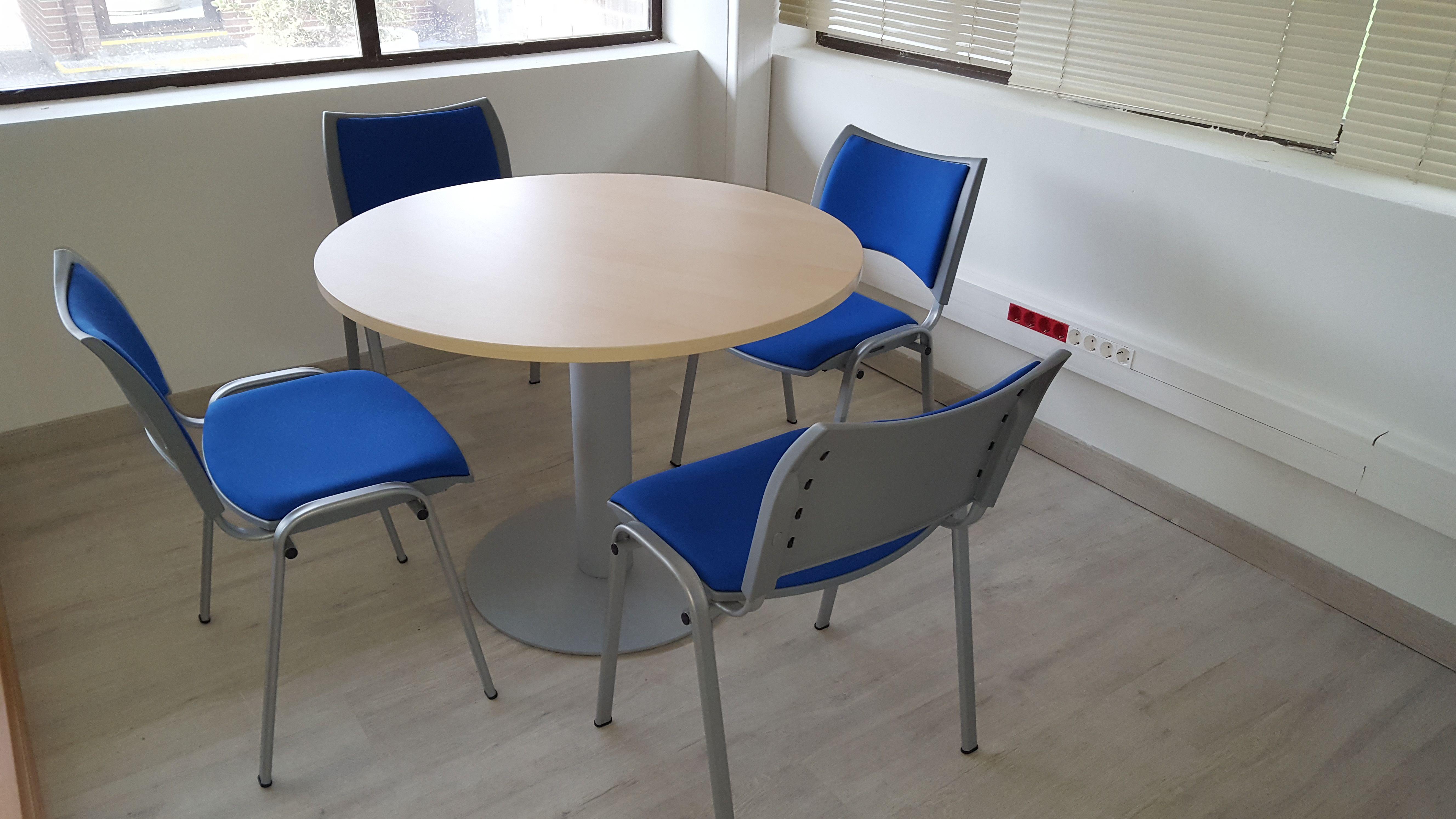 Mesas y sillas para salas de reuniones