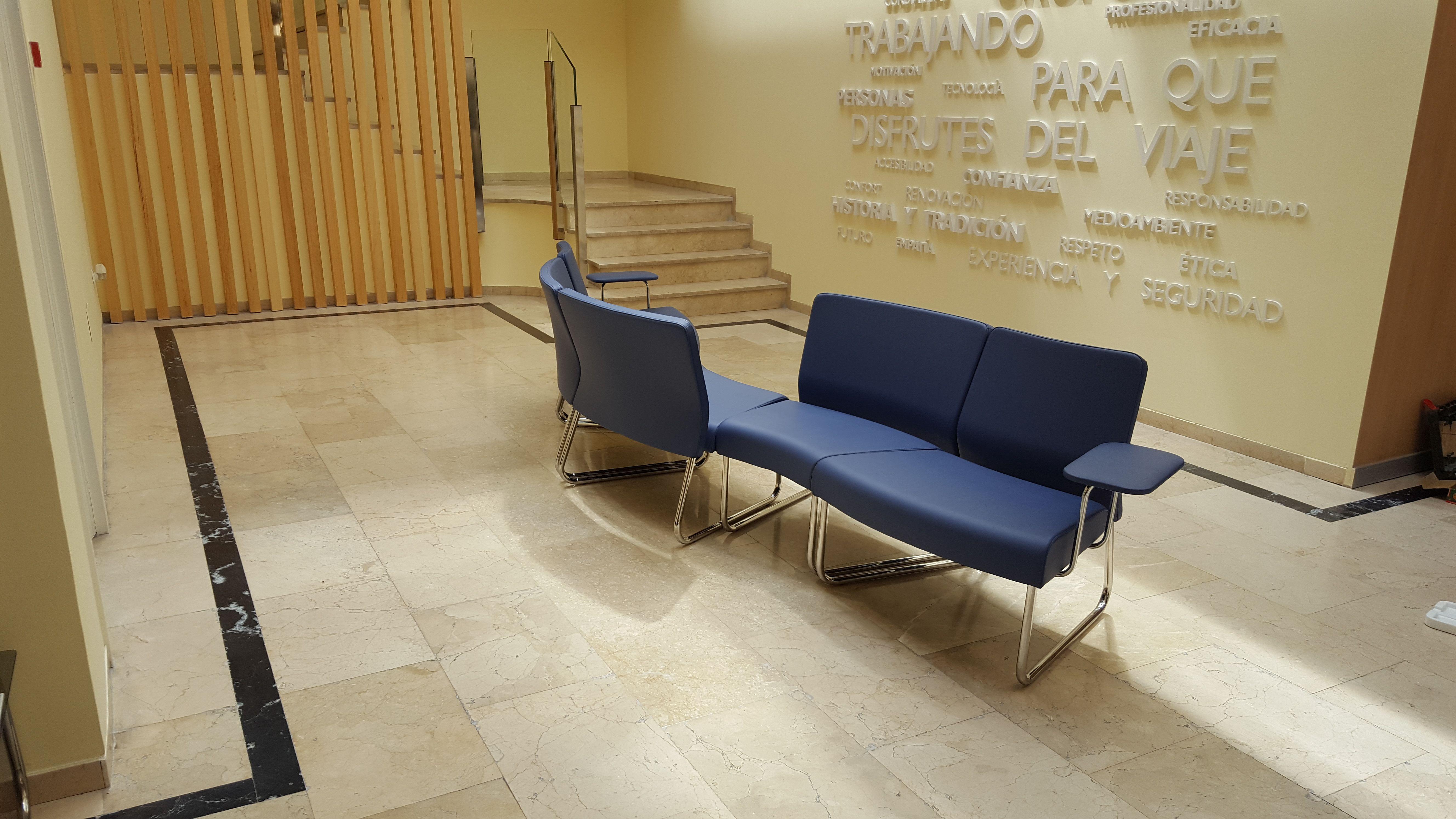 Muebles y sillas para recepciones en Madrid
