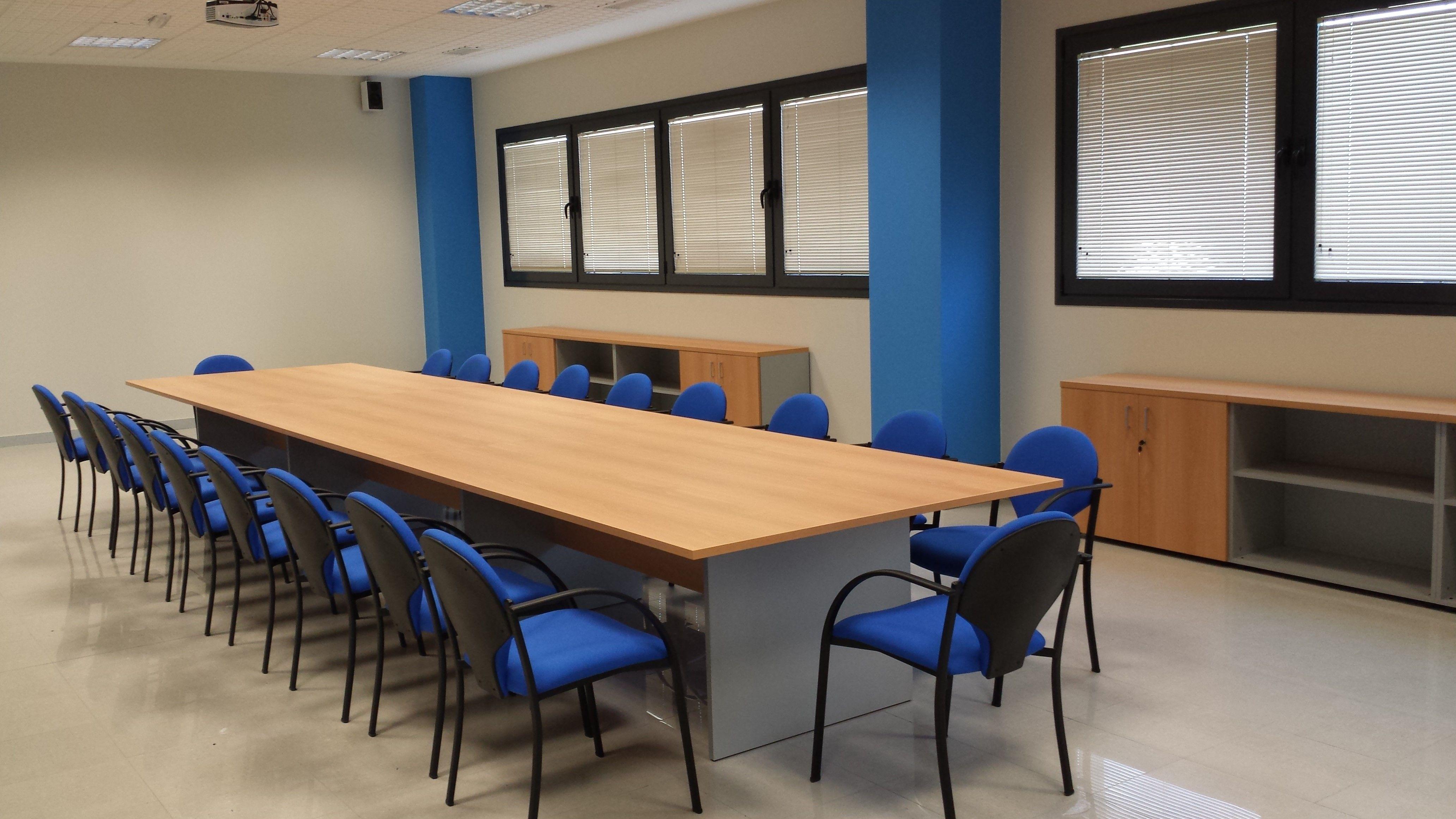 Muebles para salas de reuniones en oficinas y centros de trabajo