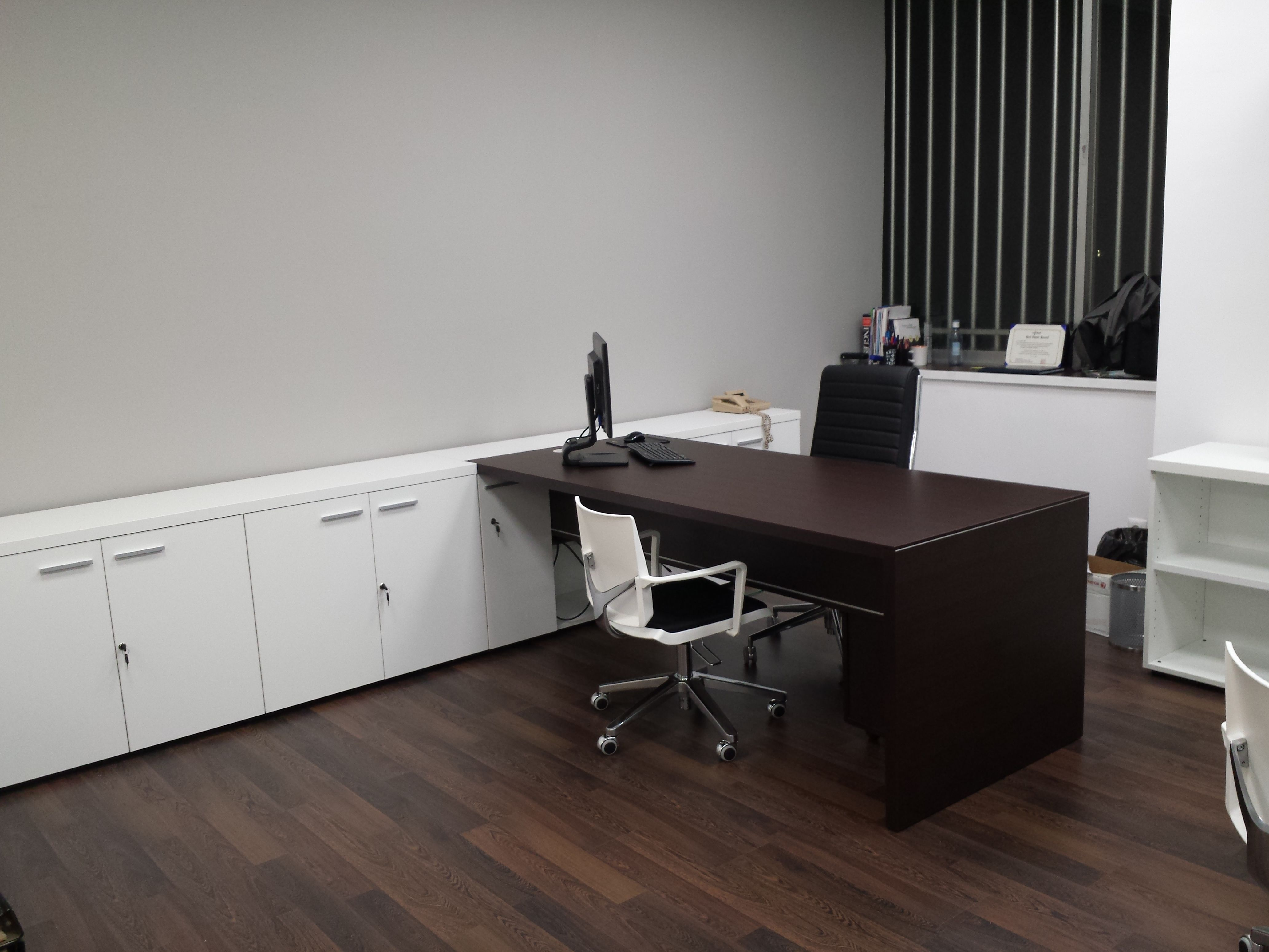 Armarios y escritorios para despachos en Madrid