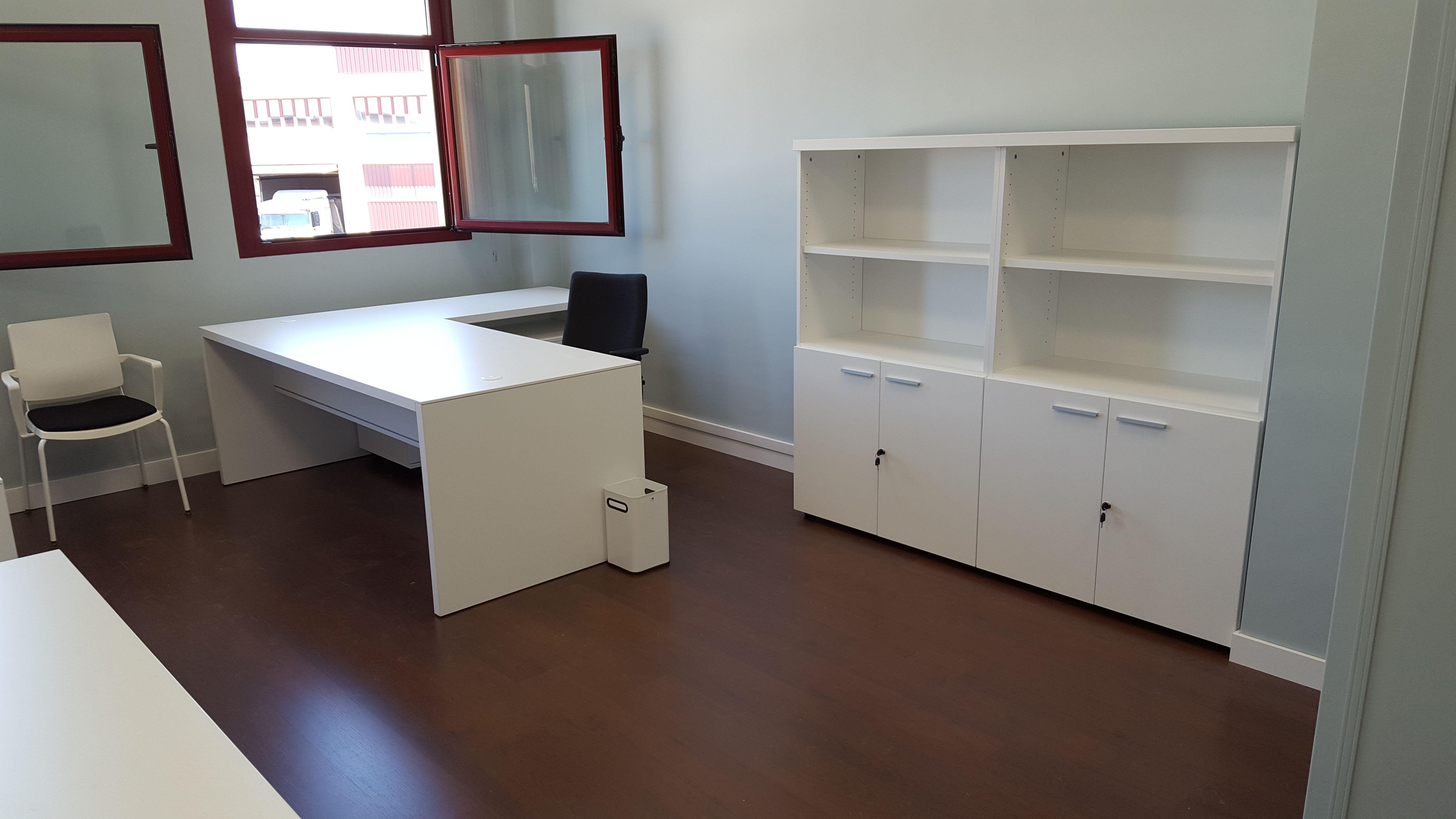 Escritores, estanterías y sillas para despachos en Madrid