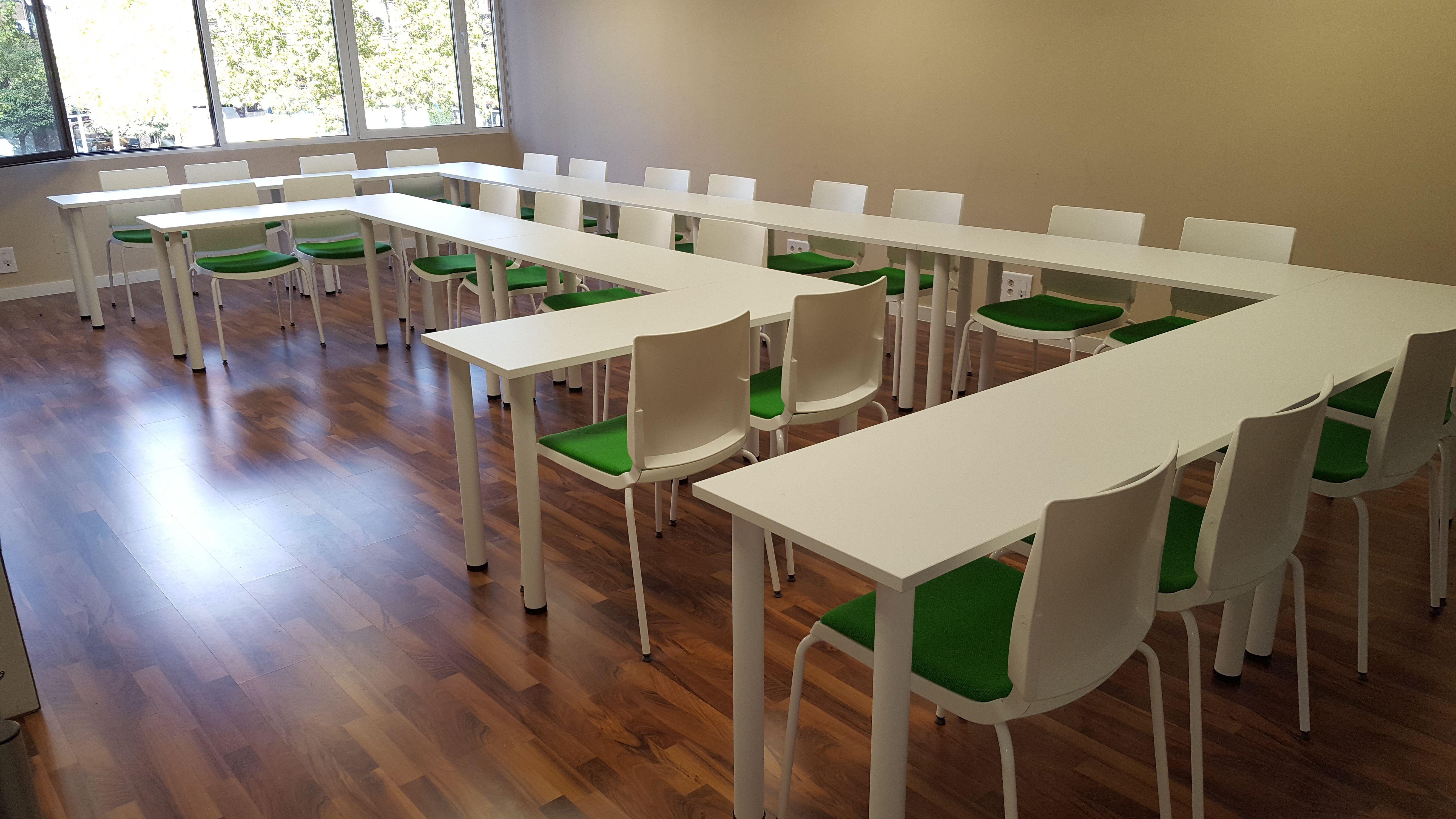 Mobiliario para centros de enseñanza en Madrid