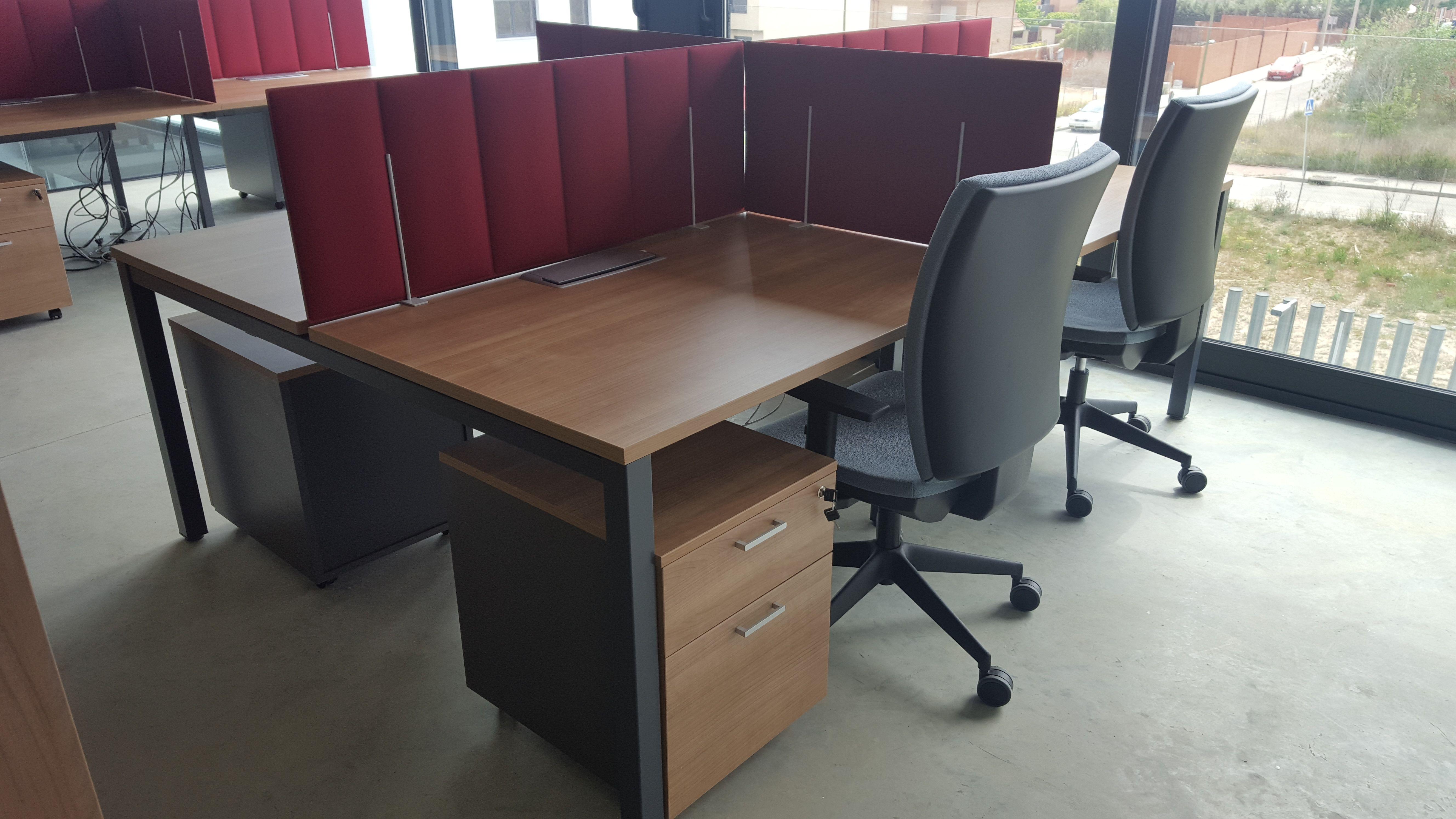 Mesas de escritorio y cajoneras para oficinas en Madrid