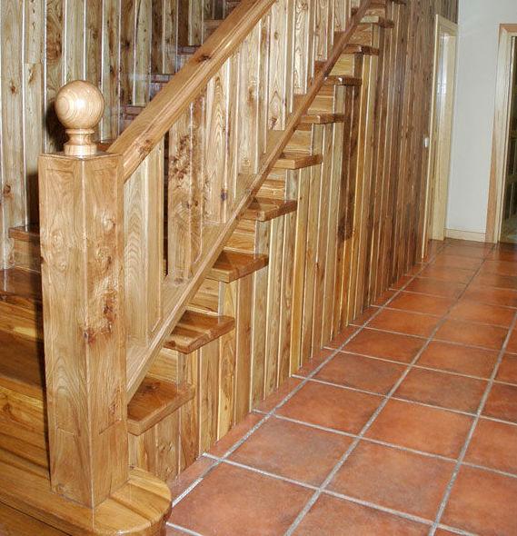 Escalera de madera para vivienda