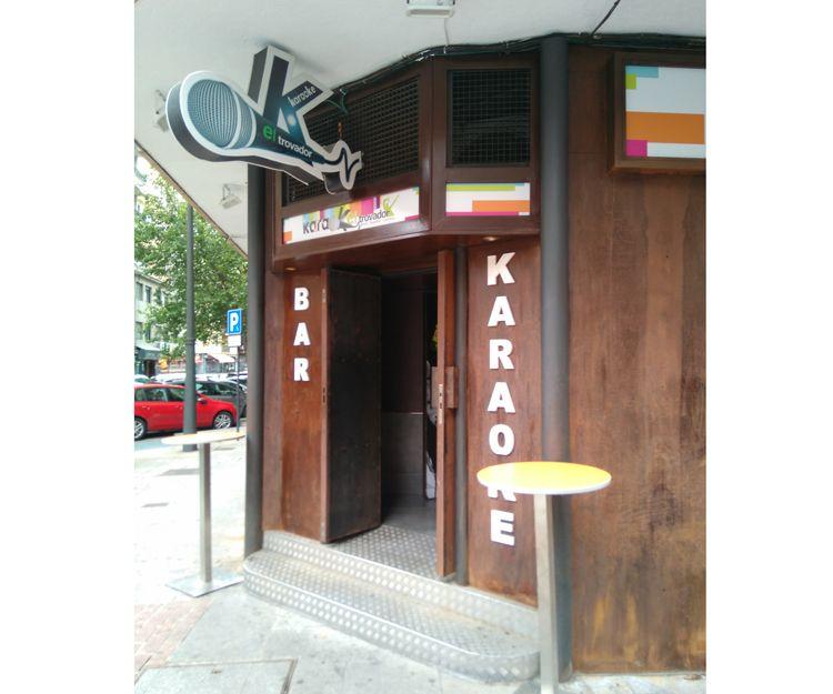 Entrada al bar del copas en Salamanca