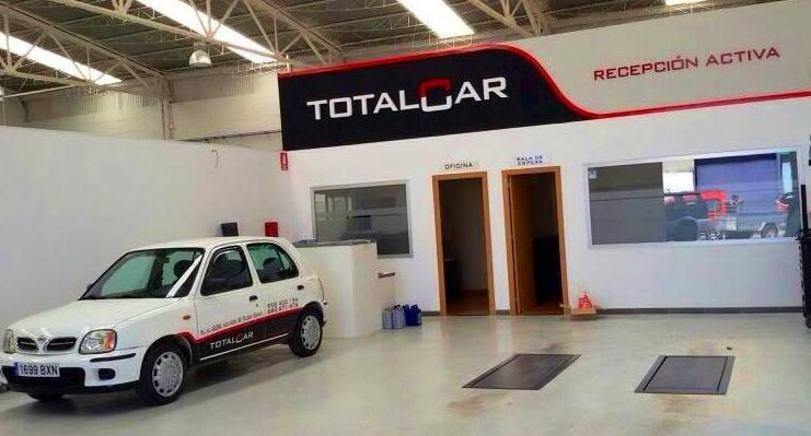 Rotulamos tanto el exterior, como el interior y los vehículos de este nuevo taller multiservicios. Pol. Asegra.