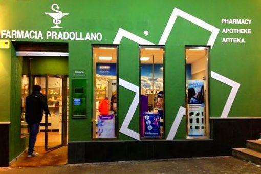 Decoramos la fachada y el interior de la Farmacia de Prado LLano.
