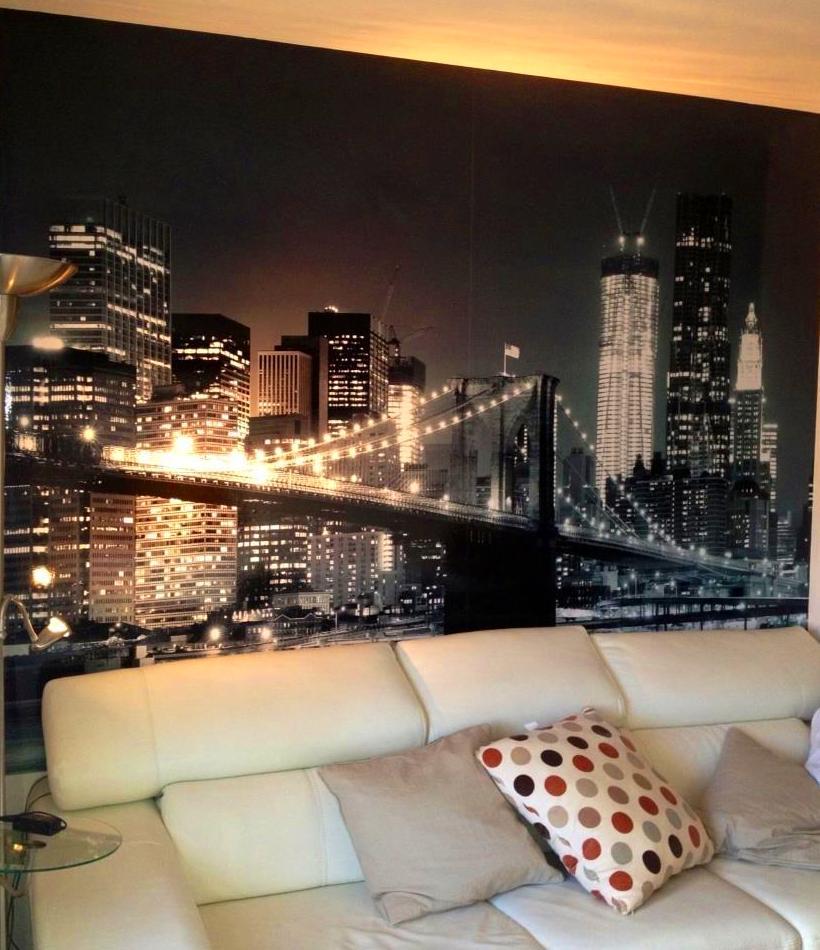 Decoramos esta pared con una imagen que le aporta profundidad al comedor. Particular en la Zubia.