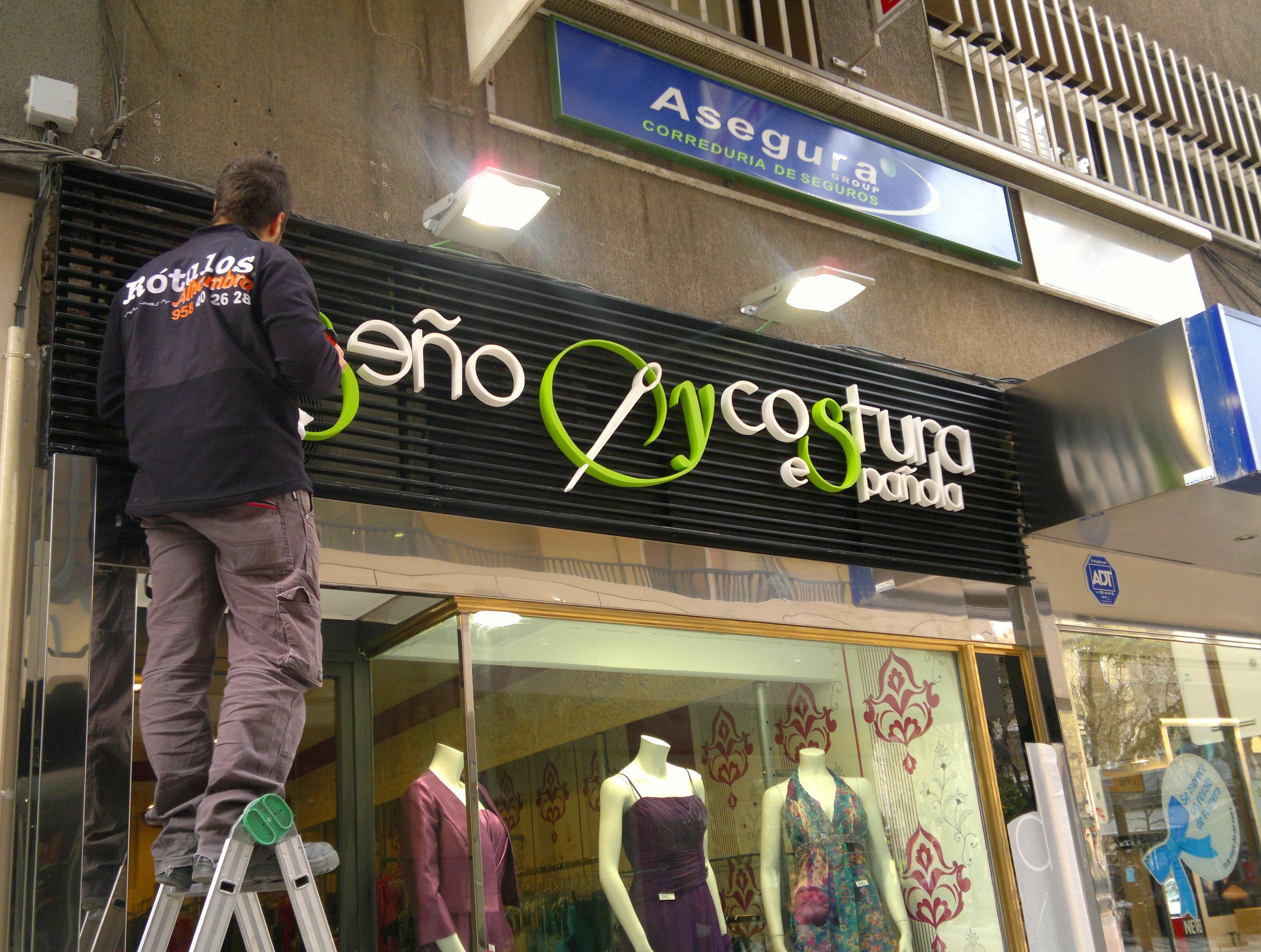 Experiencia y profesionalidad en la fabricación e instalación de rótulos en Granada