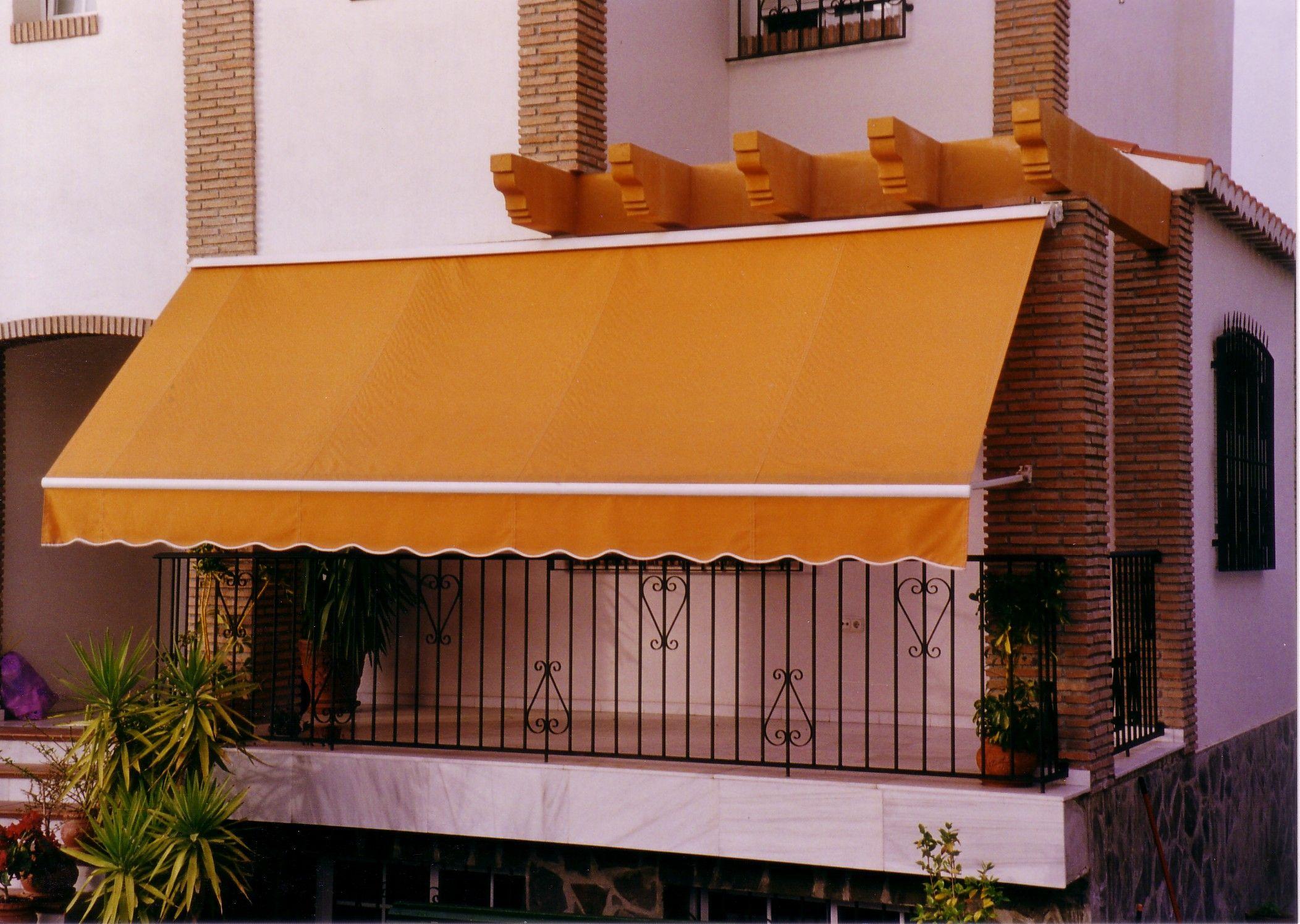 Toldos con brazos extensible en Sevilla