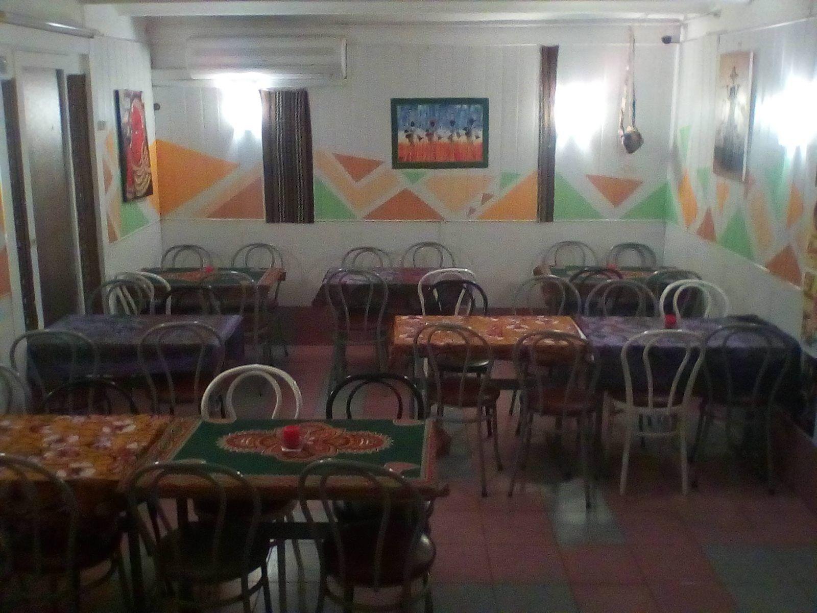 Restaurante senegalés con amplio salón en Barcelona