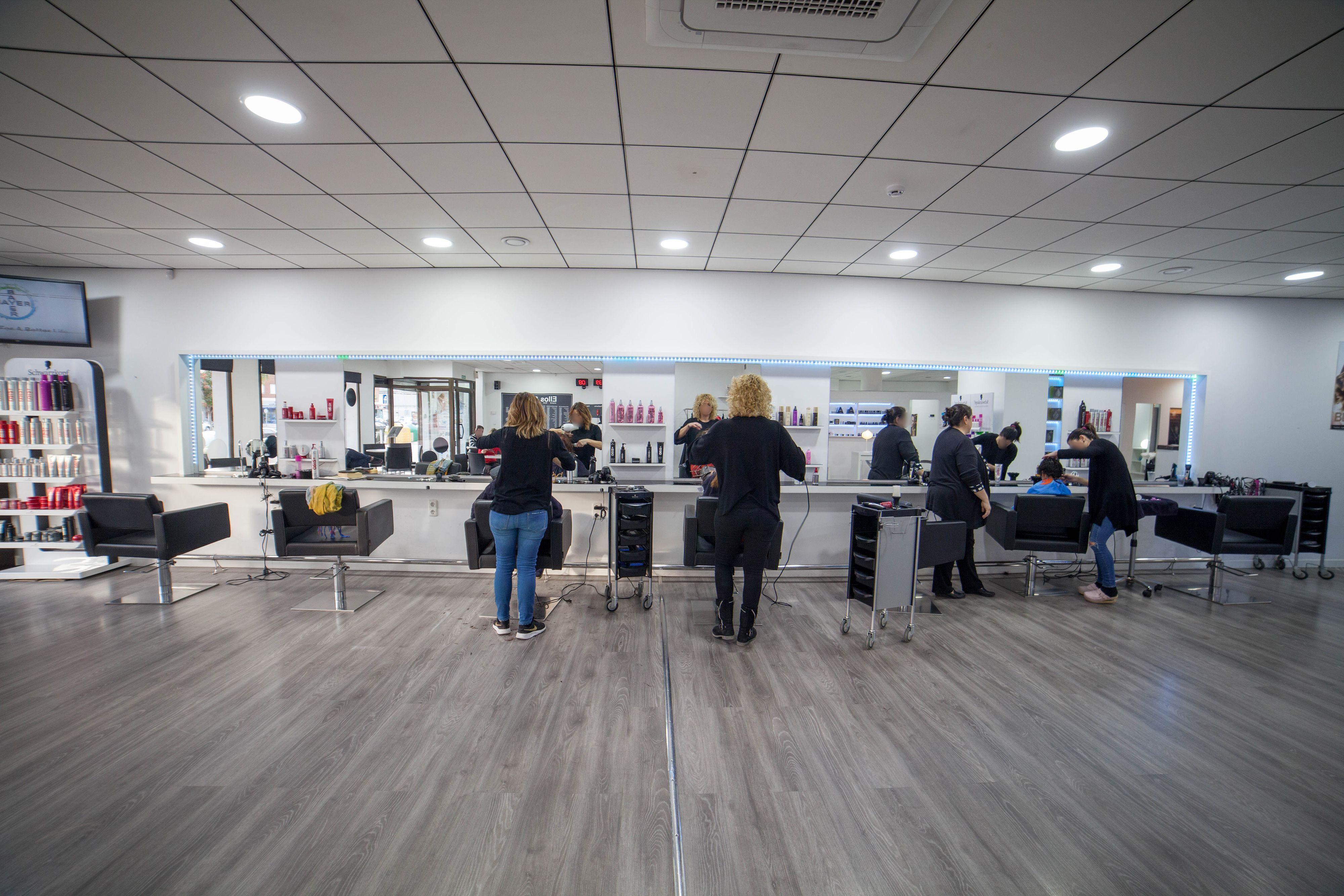Centro de peluquería unisex en Almería