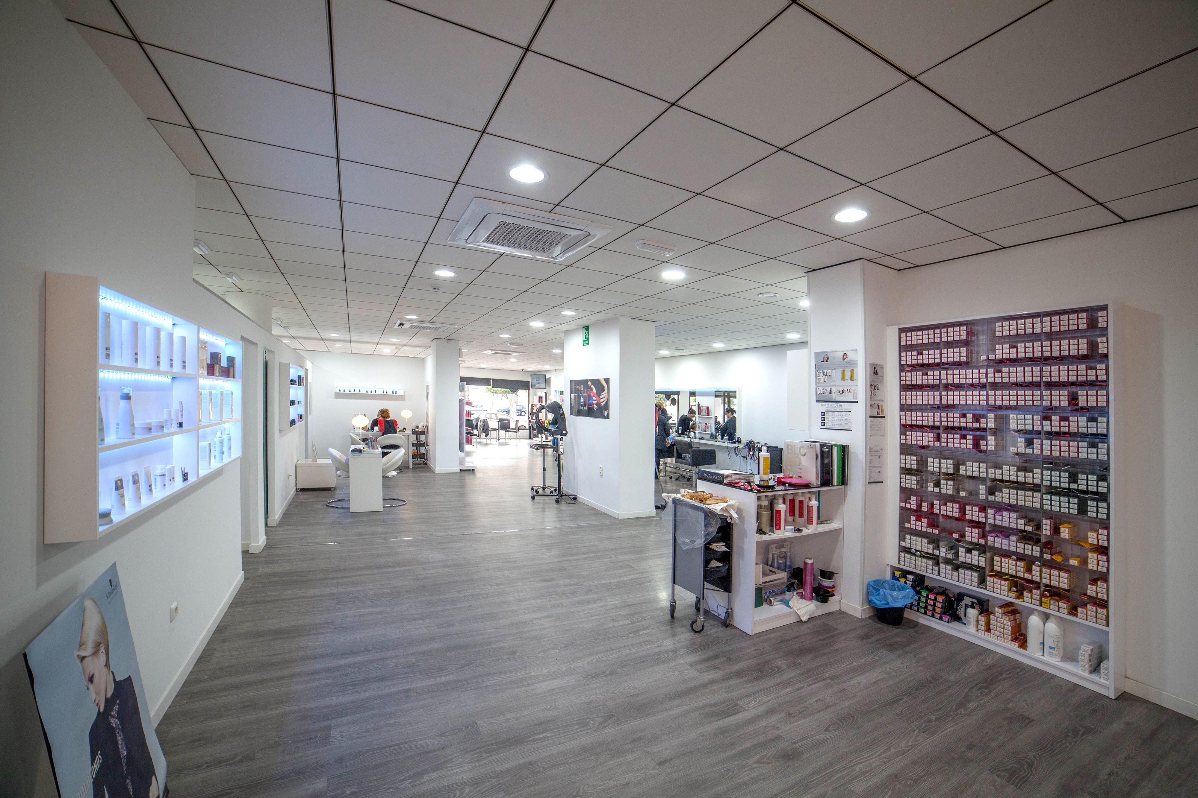 Centro de peluquería y estética unisex en Almería