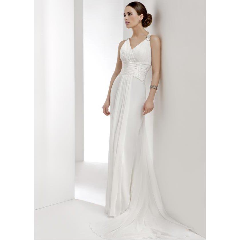 Trajes y vestidos de novia: Vestidos y servicios de Sandra Novias