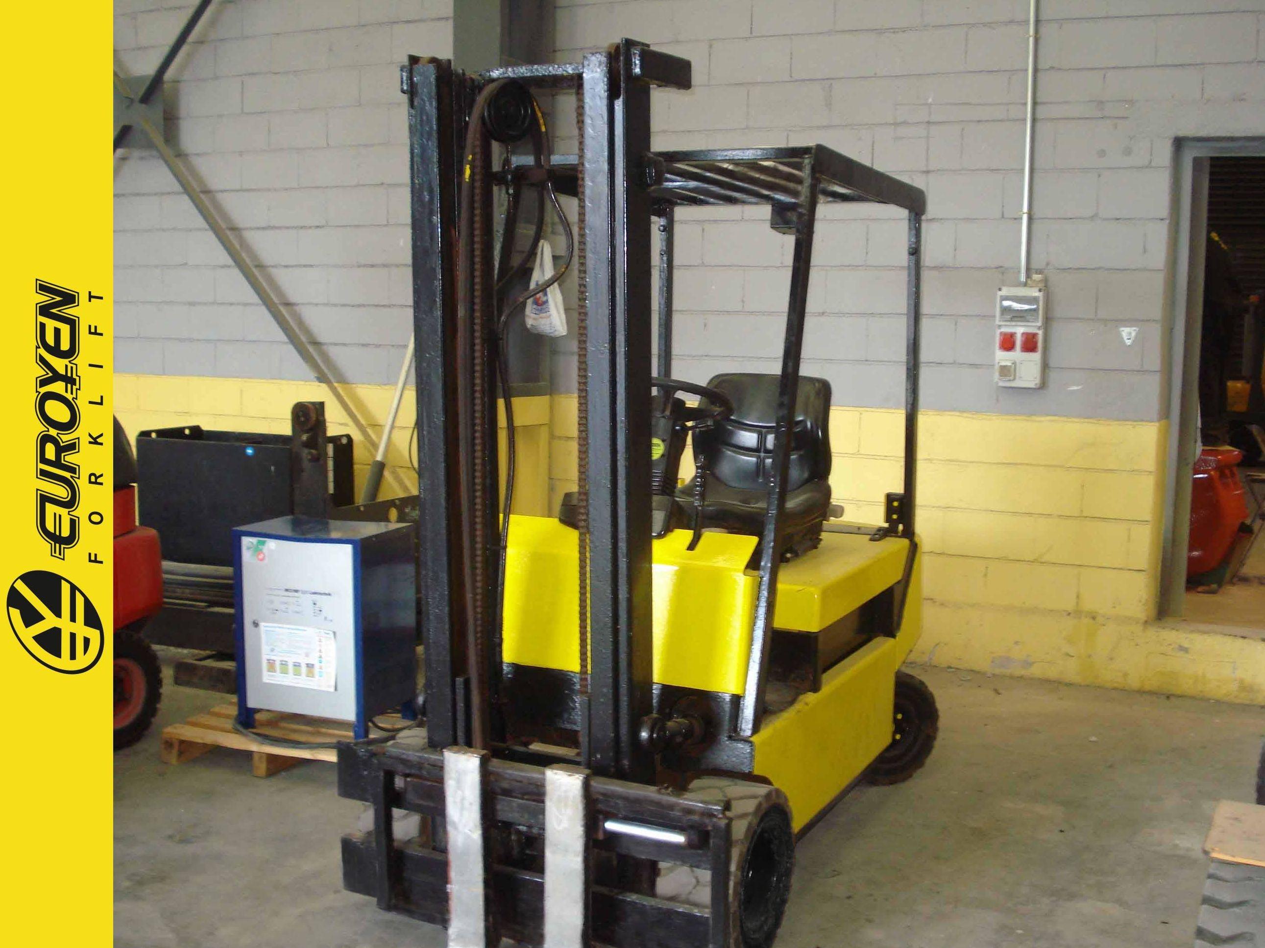 Carretilla eléctrica CLARK Nº 5871: Productos y servicios de Comercial Euroyen, S. L.