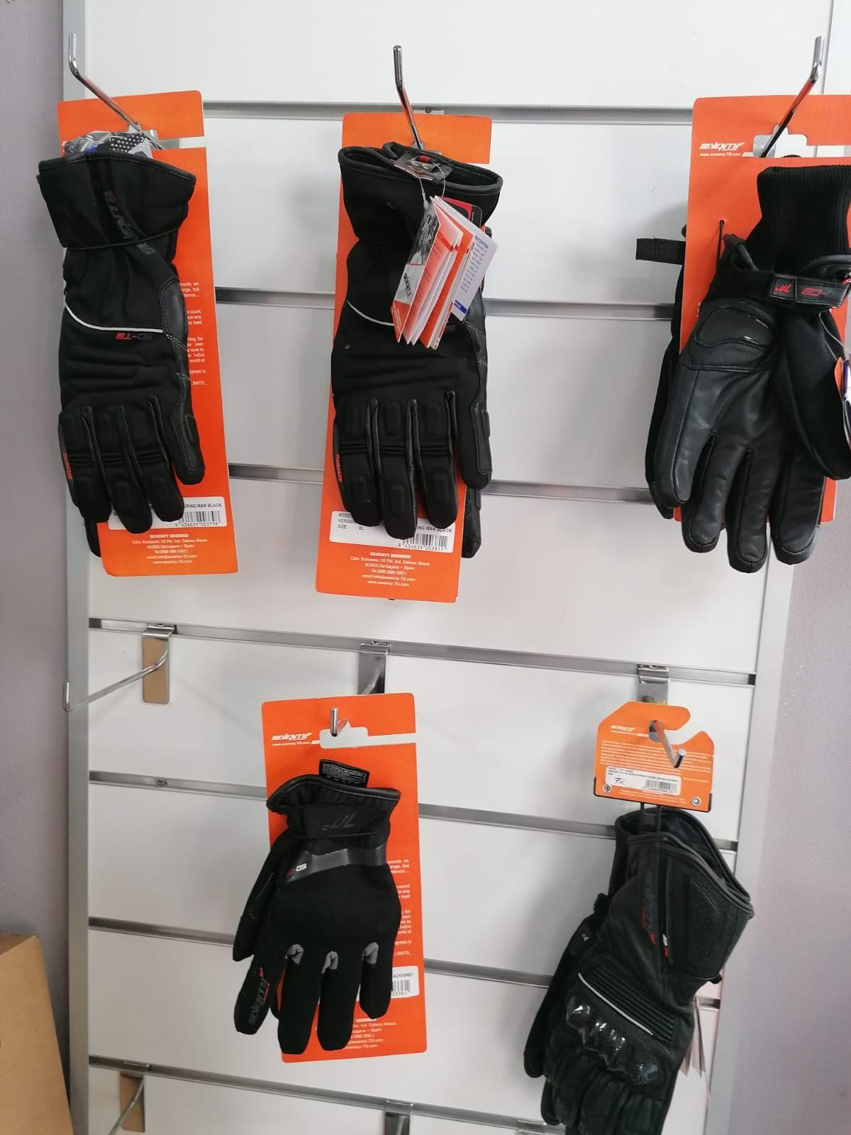 Variedad de guantes