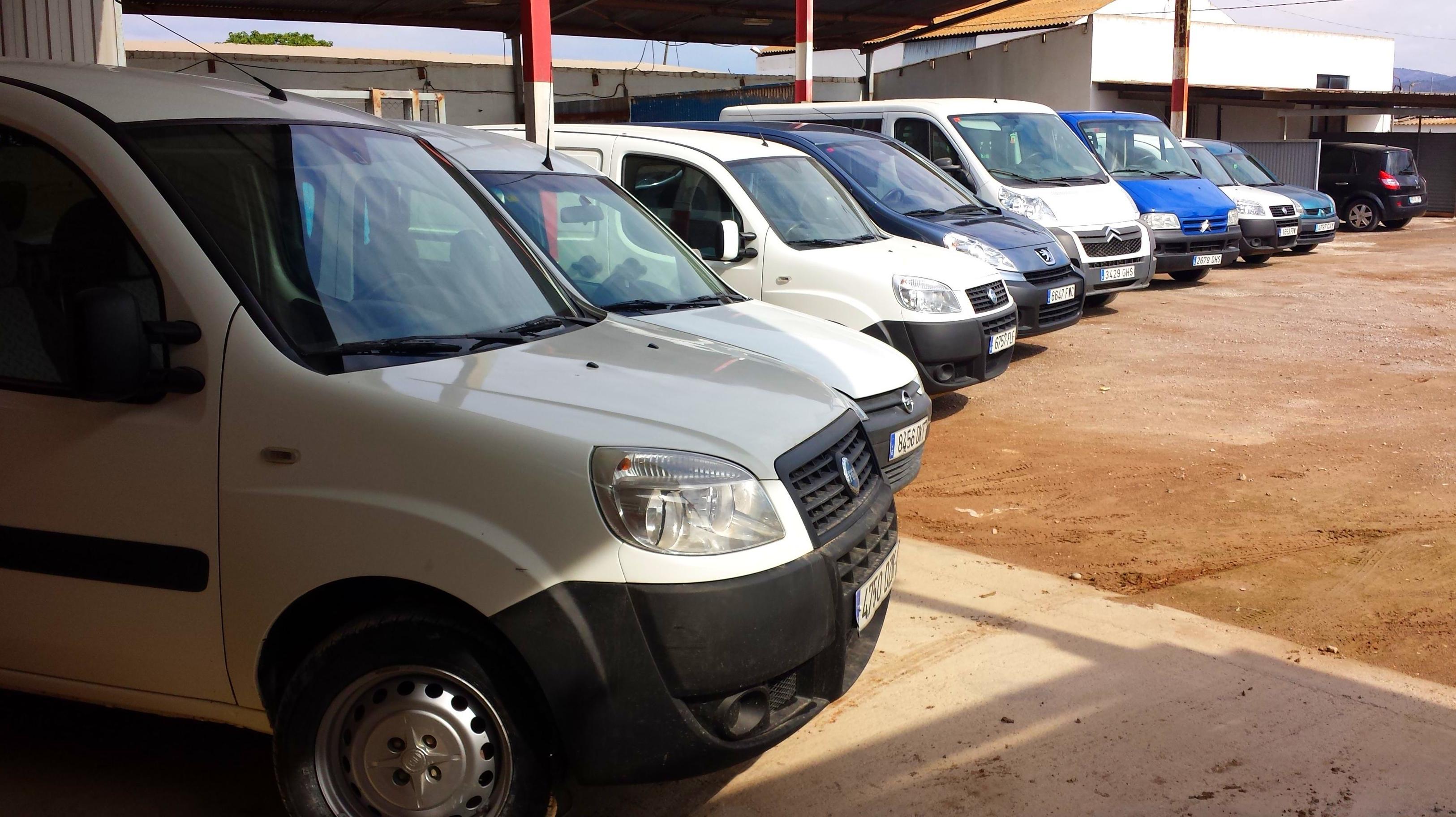 Alquileres coches y furgonetas: Servicios de MUDALCAR     rent a car