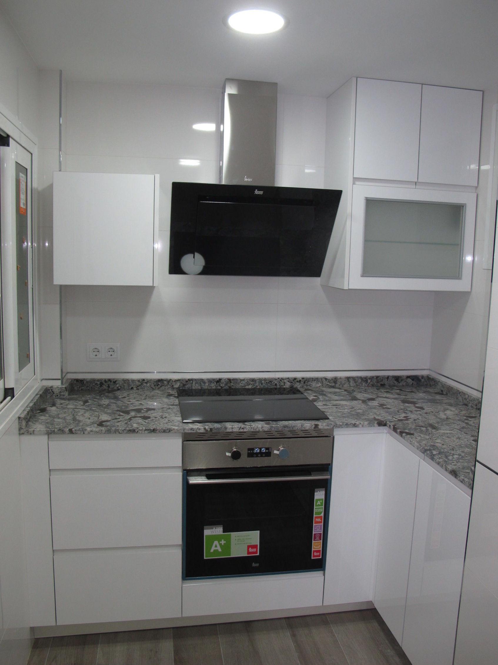 Muebles de cocina proyecto realizado en leganes for Proyecto muebles de cocina