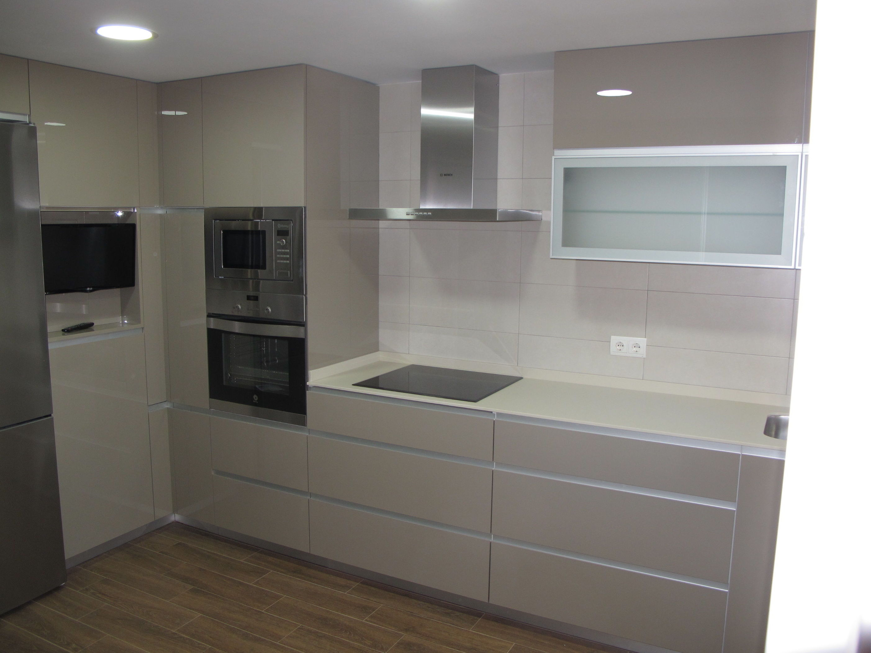 Dise os cocinas mc grupo de luxe proyecto realizado en for Muebles para encimeras