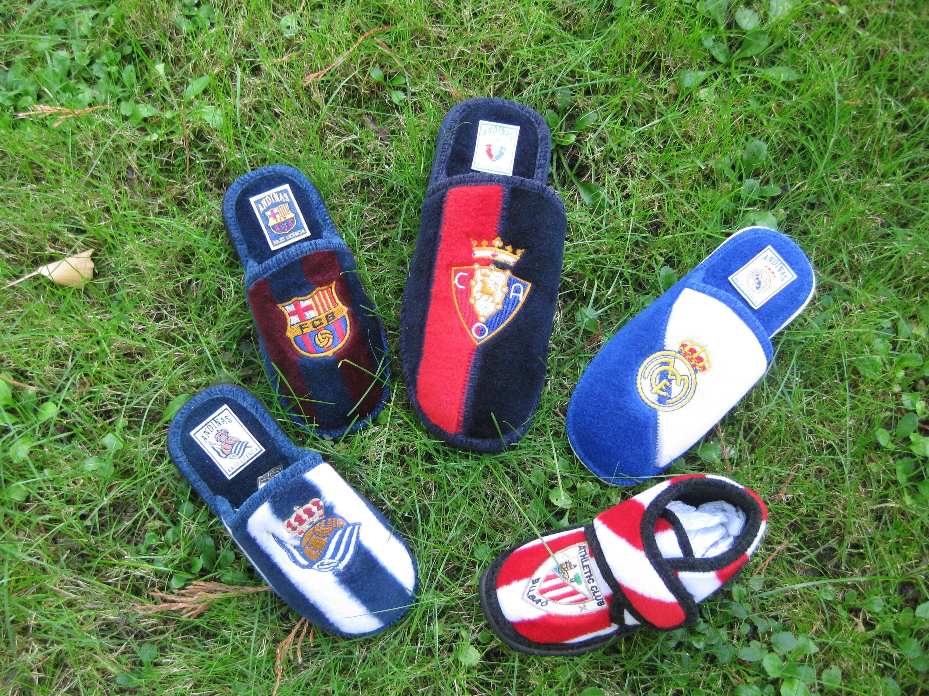 Zapatillas para casa de equipos de futbol