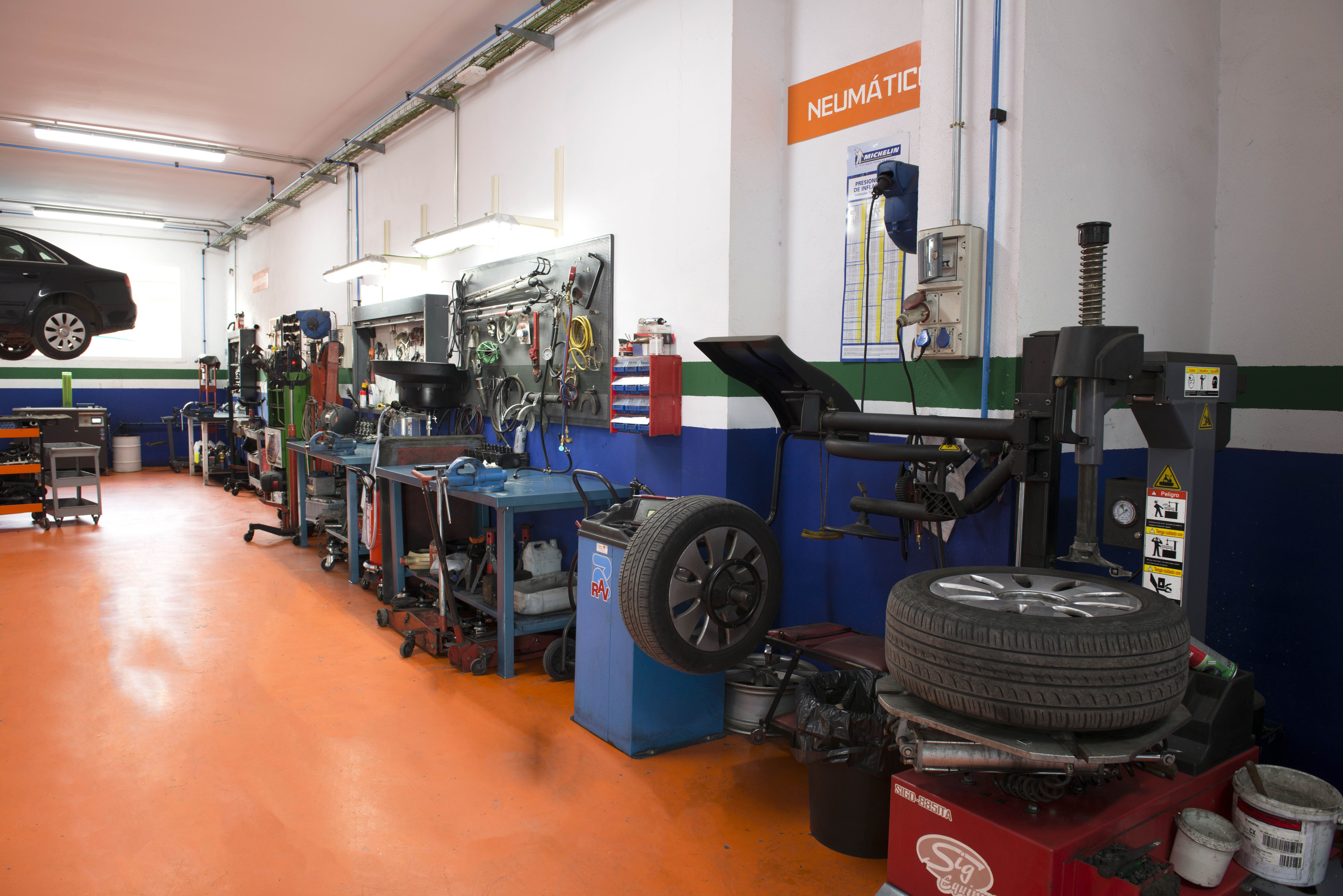 Foto 10 de Taller mecánico en Linares   Garaje Motor Linares