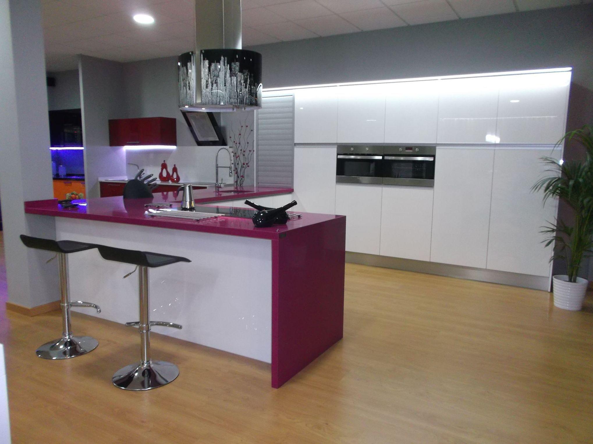 Muebles santa cruz de tenerife mesa multiusos tv centro for Mesa cocina tenerife