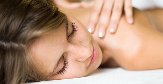 Masajes relajantes: Tratamientos de Peluquería Unisex Beatriz Galán