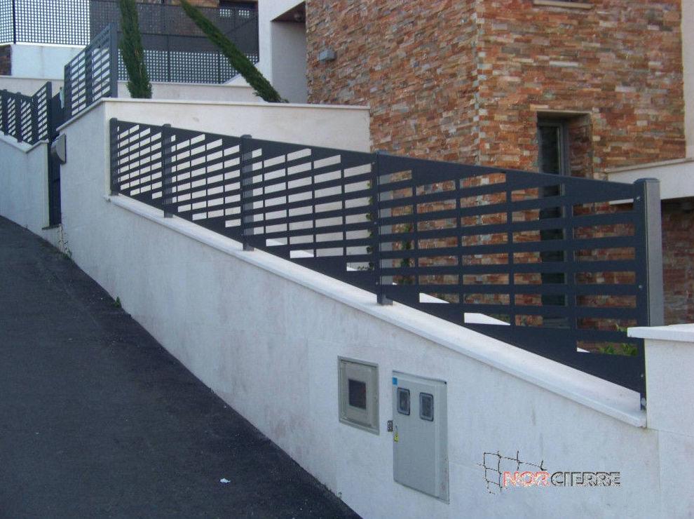 Cierre con panel perforado