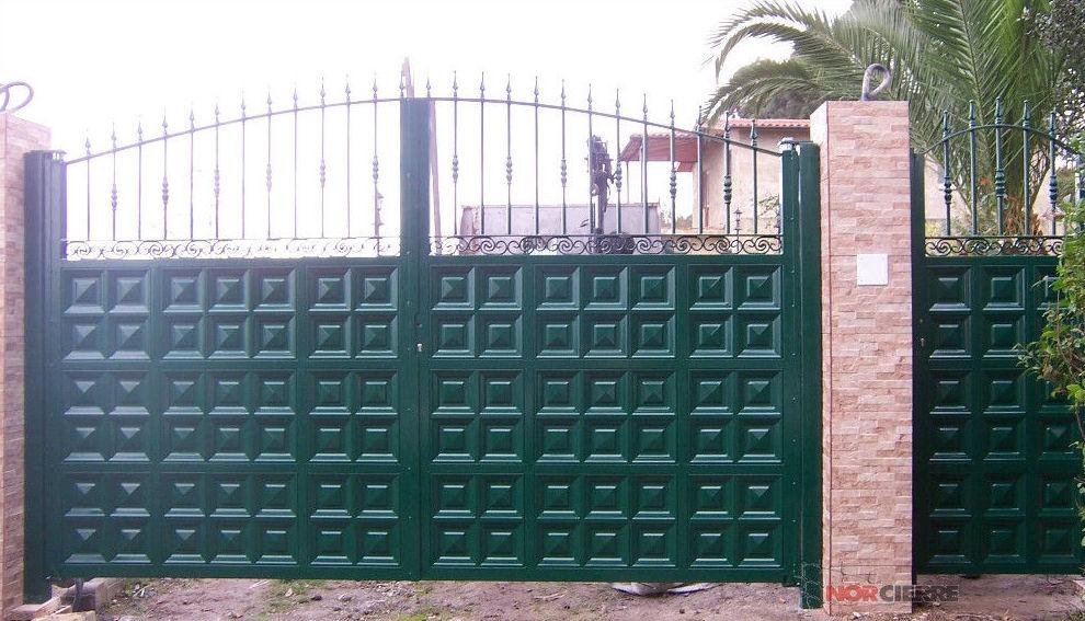 Puerta batiente en dos hojas