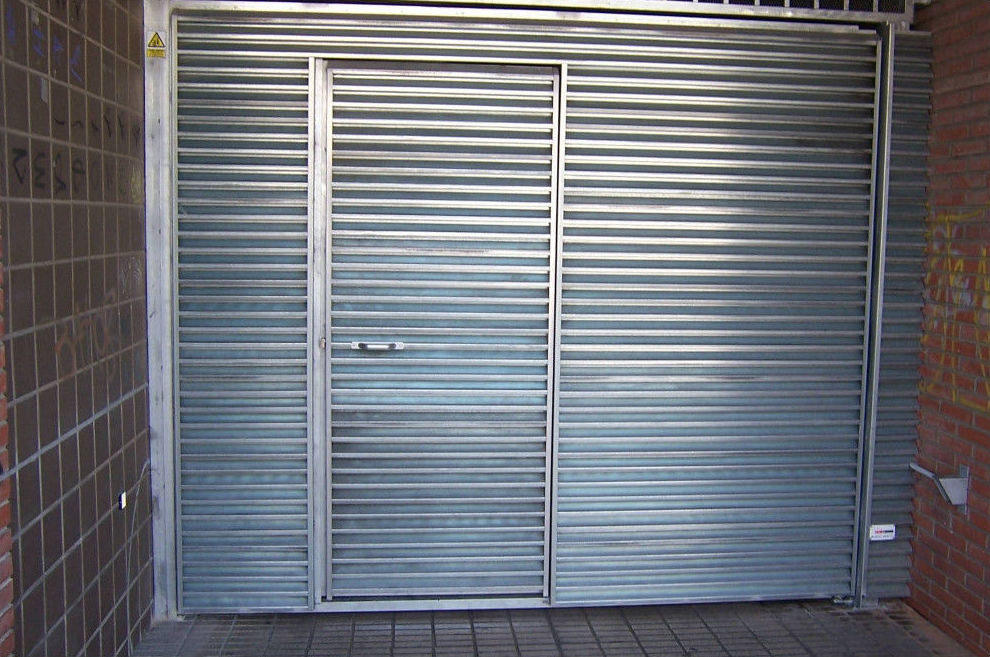 Puerta batiente en aluminio