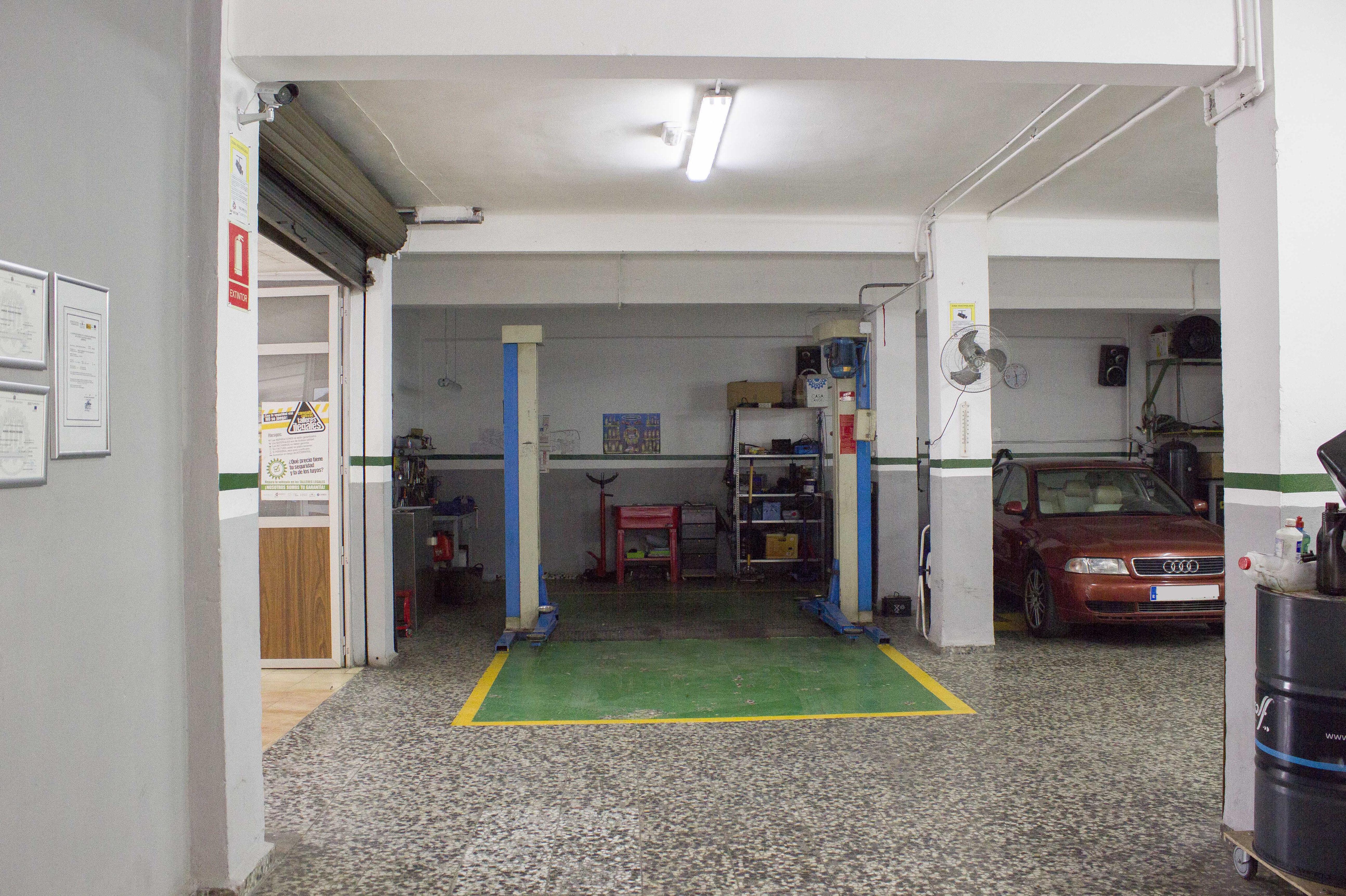 Taller de automóviles en Silla