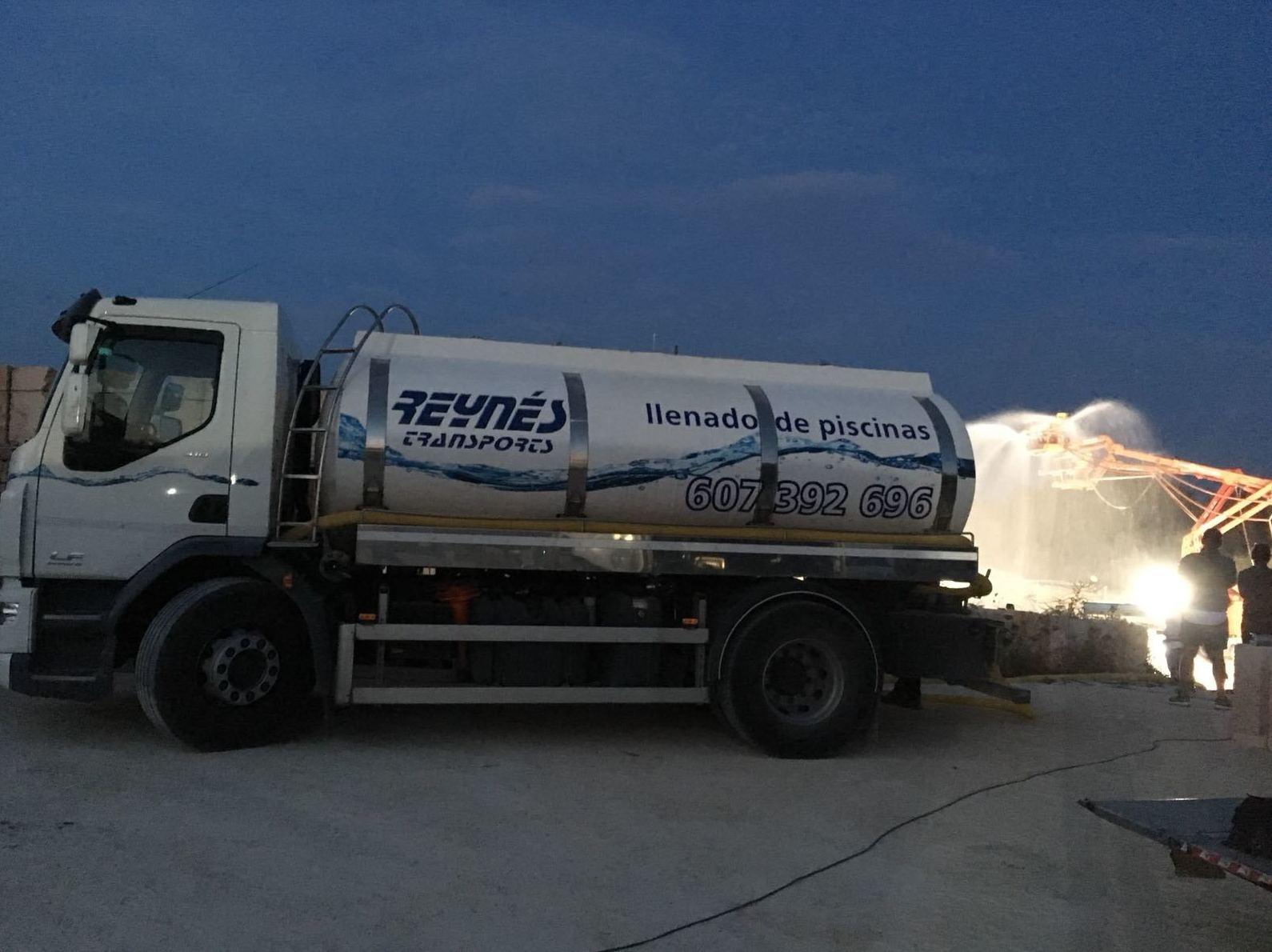 Foto 4 de Transporte de agua potable en Palma | Transportes Reynés