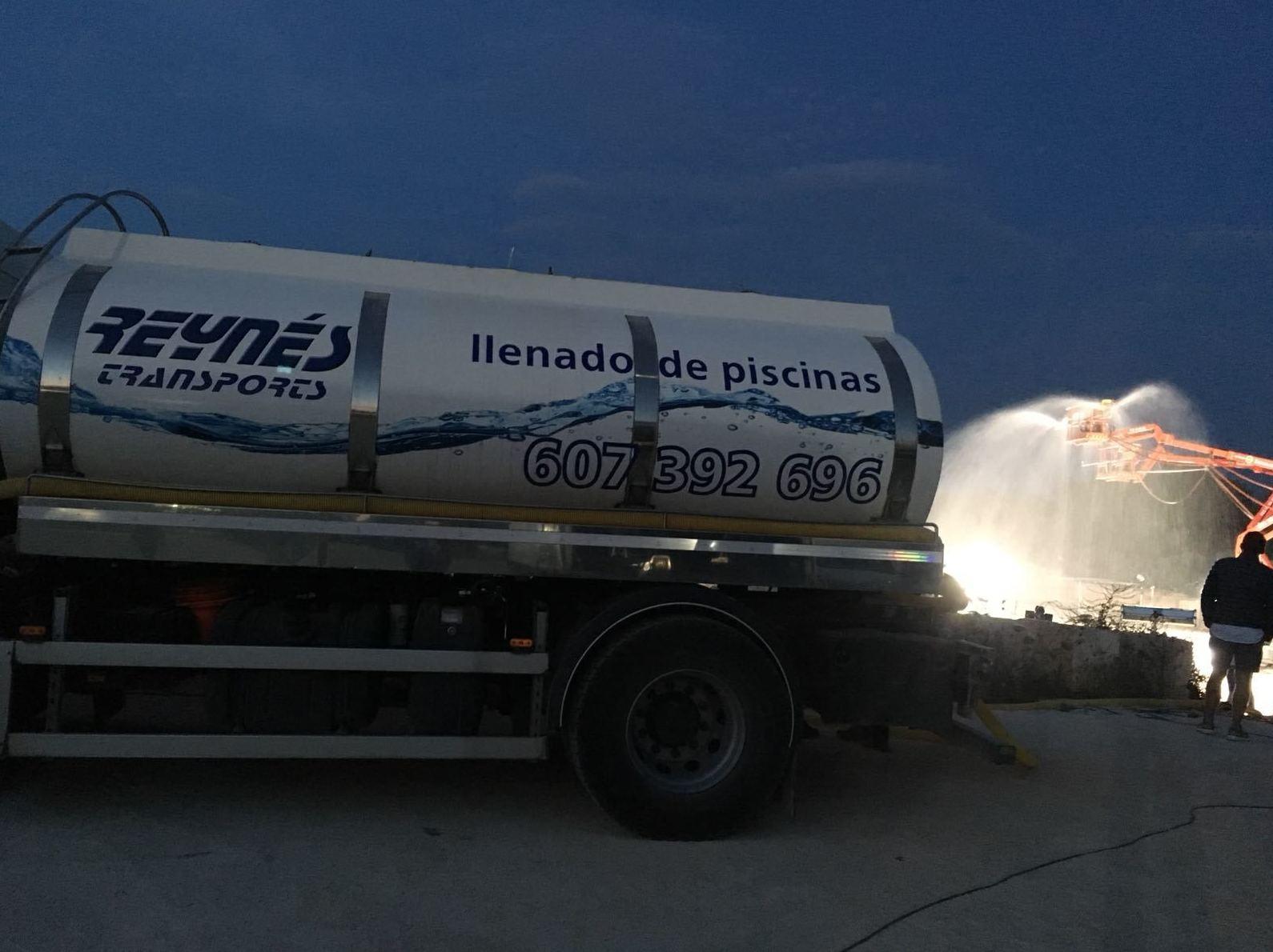Foto 6 de Transporte de agua potable en Palma | Transportes Reynés