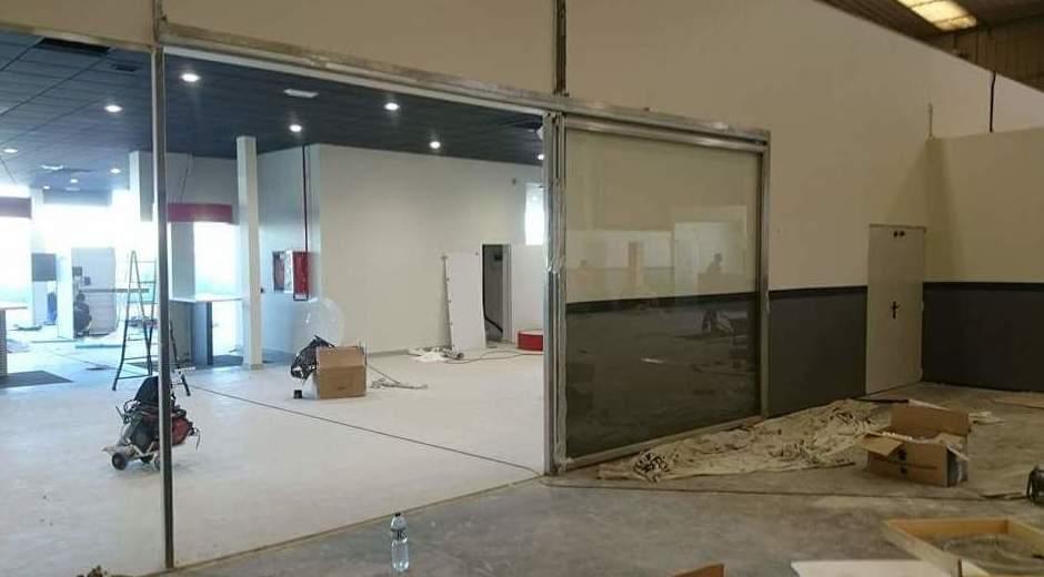 Puerta de acero inoxidable con vidrio de seguridad