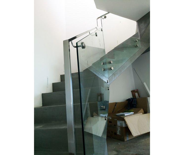 Fabricación y montaje de barandillas de acero y cristal en Sevilla