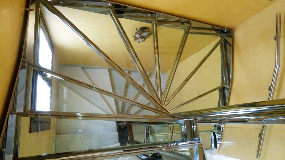 Escaleras de acero inoxidable en Sevilla