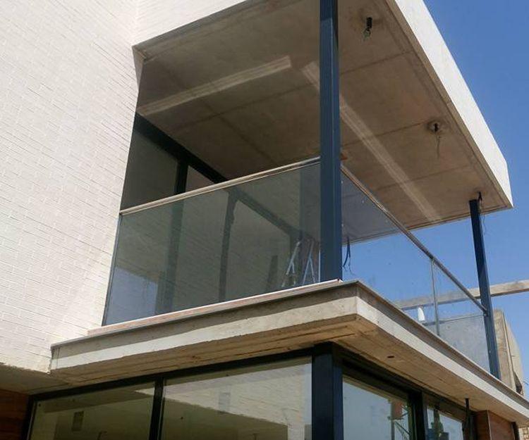 Barandilla de terraza de acero inoxidable y cristal