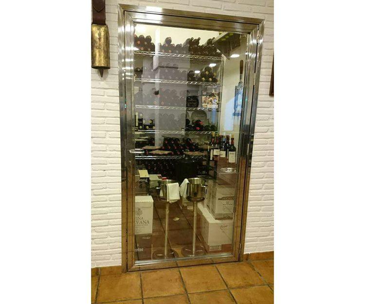 Puerta en acero inoxidable para bodega de restaurante
