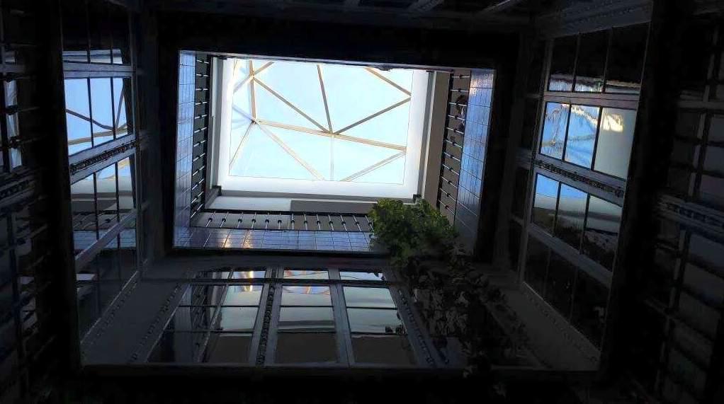 Montera de dise o de acero inoxidable y vidrio montada - Diseno patio interior ...