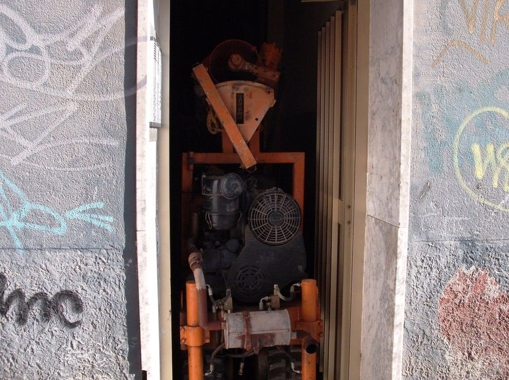 Microgeotécnia. entrada de maquina de sondeos en vivienda. Anchura puerta: 80 cm