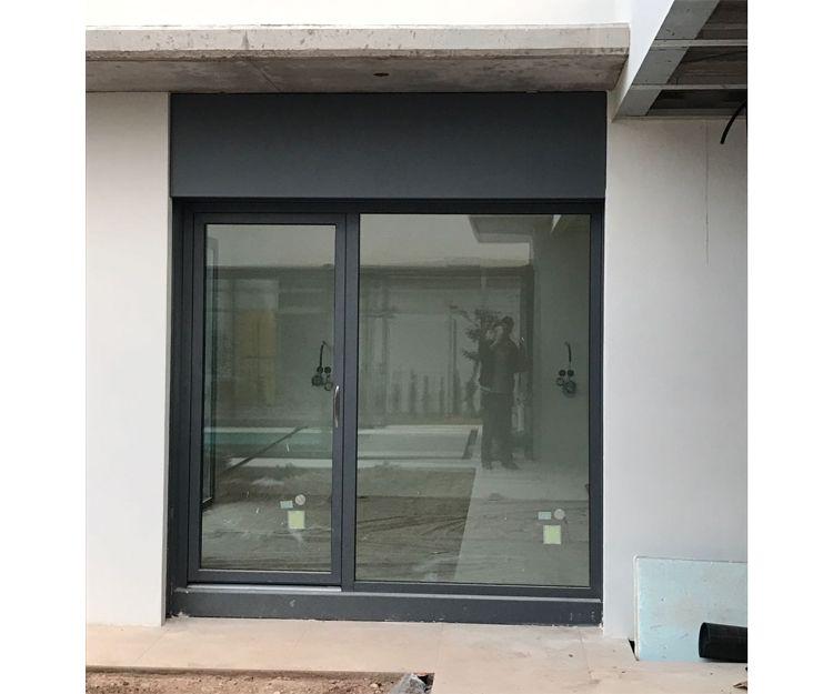 Instalación de ventanas correderas en color en Zaragoza