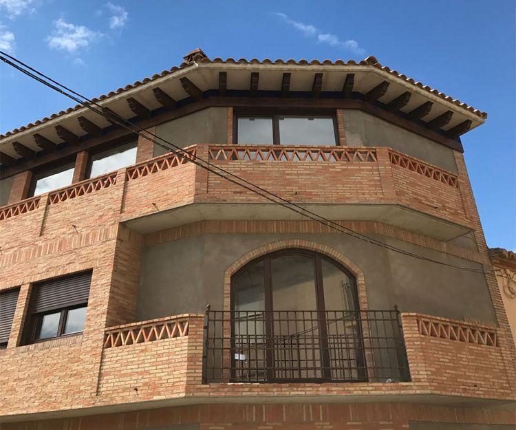 Fachada de PVC en color nogal en Zaragoza