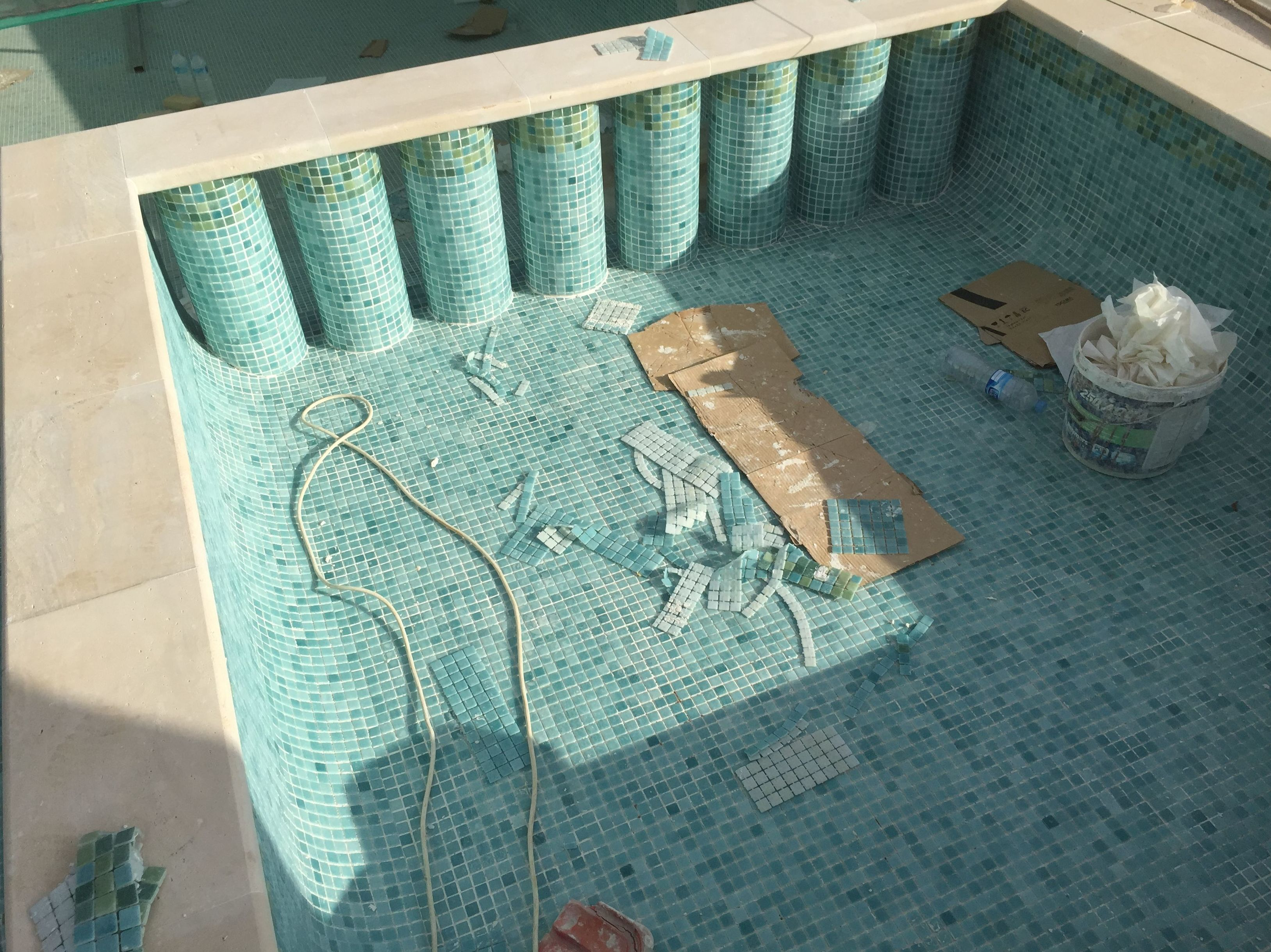 Piscina para niños en interior de piscina