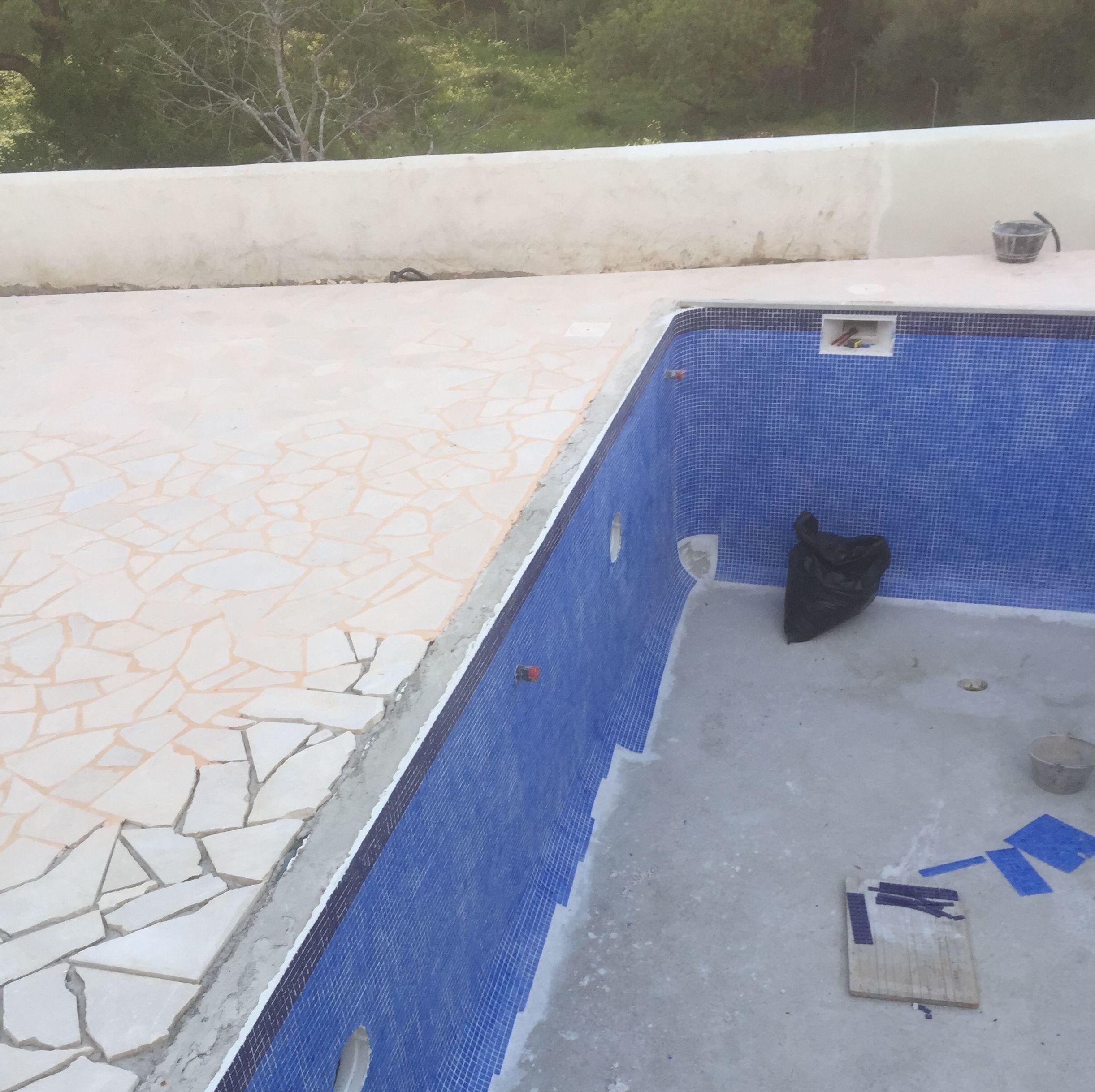 Alicatado de gresite interior de piscina