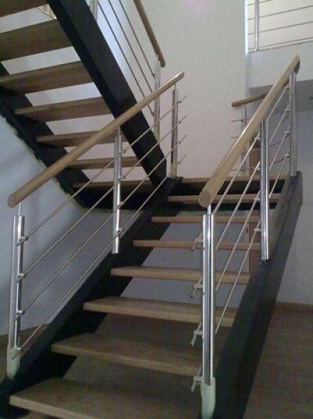 Escalera zanca metálicas con barandillas de hierro