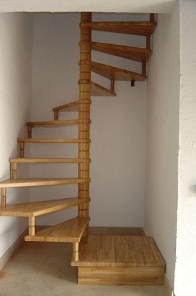 Escalera de caracol de planta cuadrada