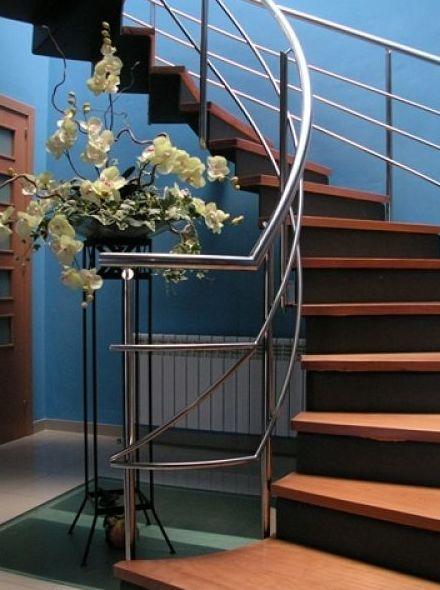 Escalera de chapa plegada