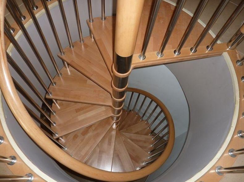 Escalera de caracol y acero inoxidable