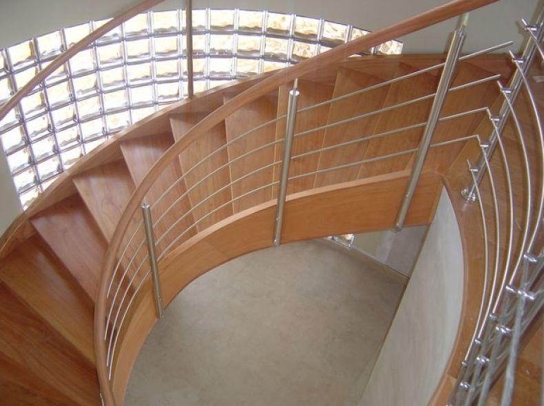 Escalera de madera de cedro redonda